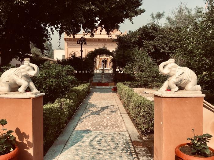 厶ンゲル寺院